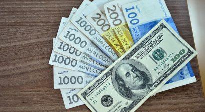 Кредиты стали возвращать в два раза больше. Но треть из них — проценты и штрафы.