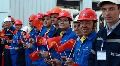 Иностранцы за право работать в Кыргызстане заплатили почти 1 миллион долларов в этом году