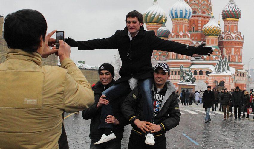 Неожиданно! На рынке строительных услуг Кыргызстана все больше мастеров из Таджикистана