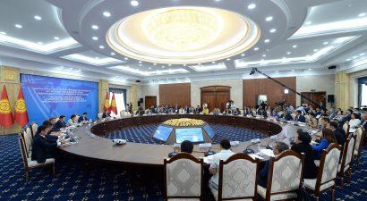 Президент Кыргызстана поблагодарил Владимира Путина за поддержку трудовых мигрантов
