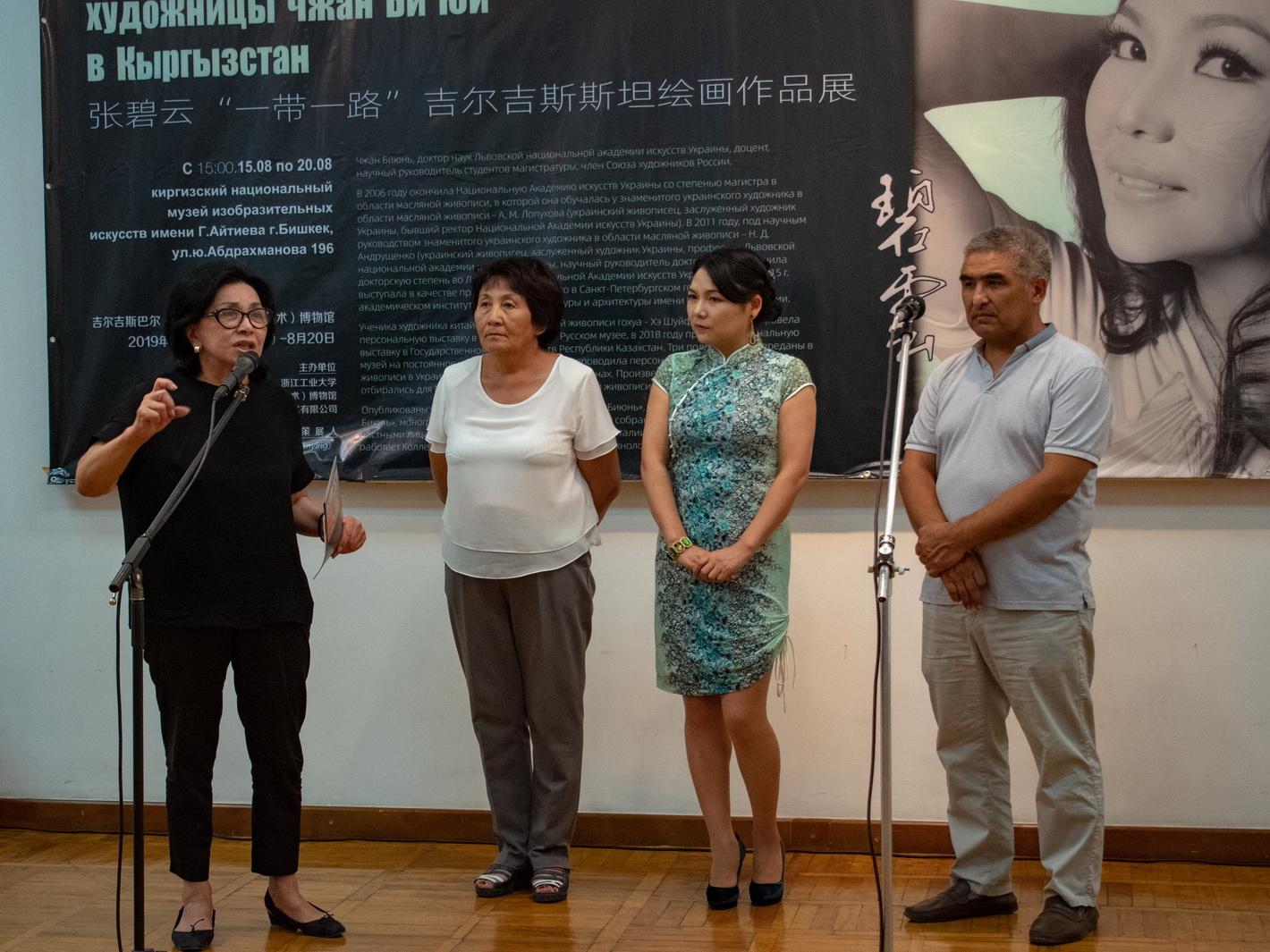Чжан Би Юй и директор музея Мира Джангарачева: «Вот мы и вступили на один путь!»