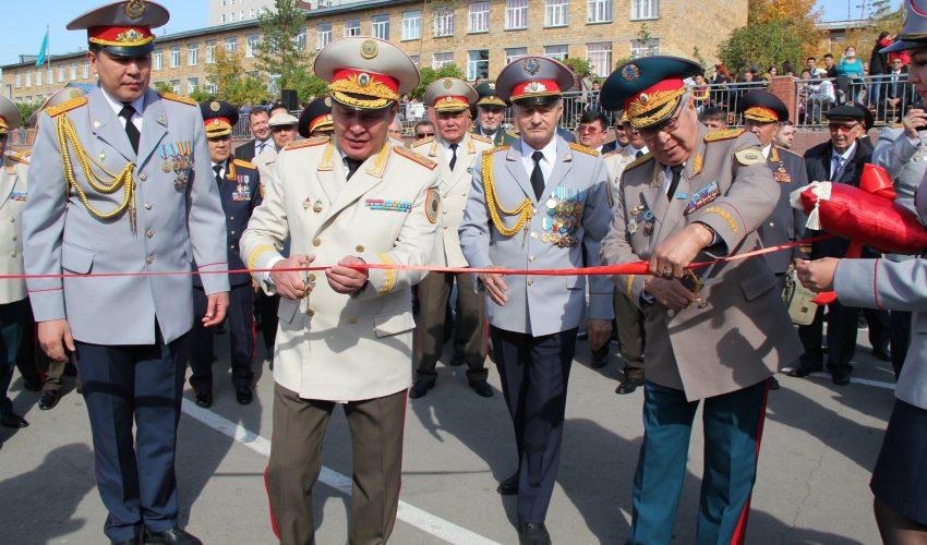 Ветераны системы и новая смена торжественно открывают церемонию…