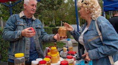 Знаменитый кыргызский мед – так и просится в рот! Где в Бишкеке его дешевле всего купить? (ВИДЕО)