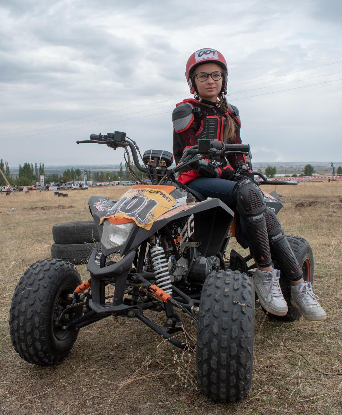 Гонки на «монстрах» и «котлетах»: под Бишкеком состоялась грязная битва лихих джиперов (ВИДЕО)