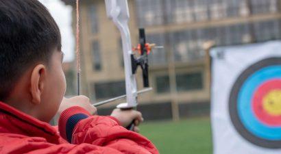 Звенит тетива, летит стрела. В Бишкеке прошли соревнования среди Робин Гудов из разных стран