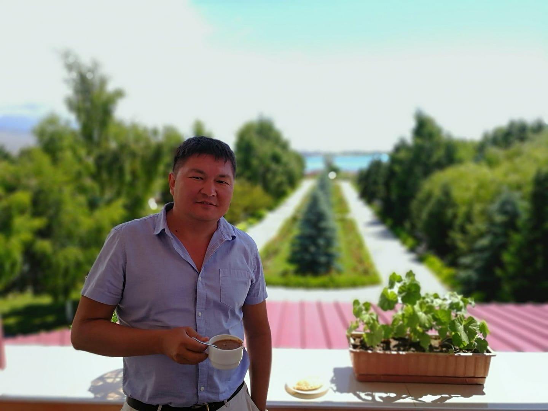 Кайрат Осмоналиев: «Кириллица к тому же позволяет кыргызам сохранить свои идентичность и уникальность!»