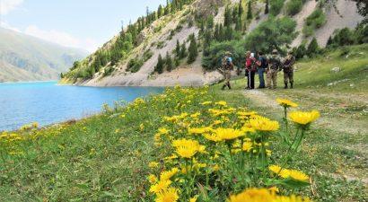 О чистоте не болтай, а поезжай в «Алатай»! ПРООН очистил берега озера Кара-Суу на юге Кыргызстана