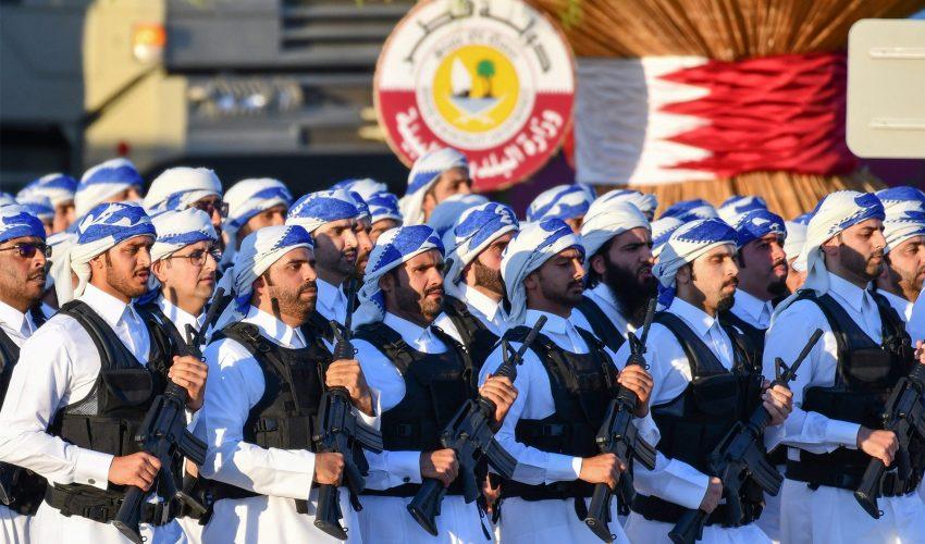 Так выглядит современная армия Катара во время парадов…