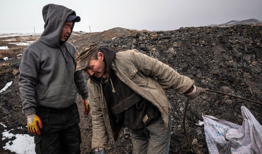 Трагедии среди нелегальных рудокопов случаются по всему миру, в том числе в угольных разрезах Кыргызстана…