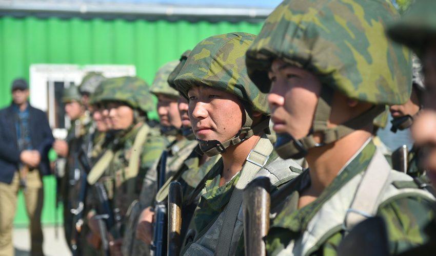 Пограничники в Баткенском крае, чьи внешние линии являются темой раздоров…