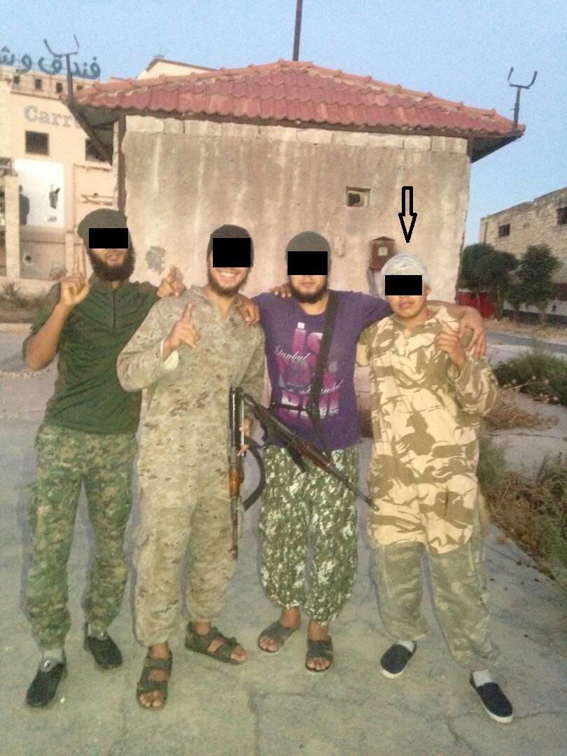 Стрелкой обозначен джихадист из Кыргызстана.