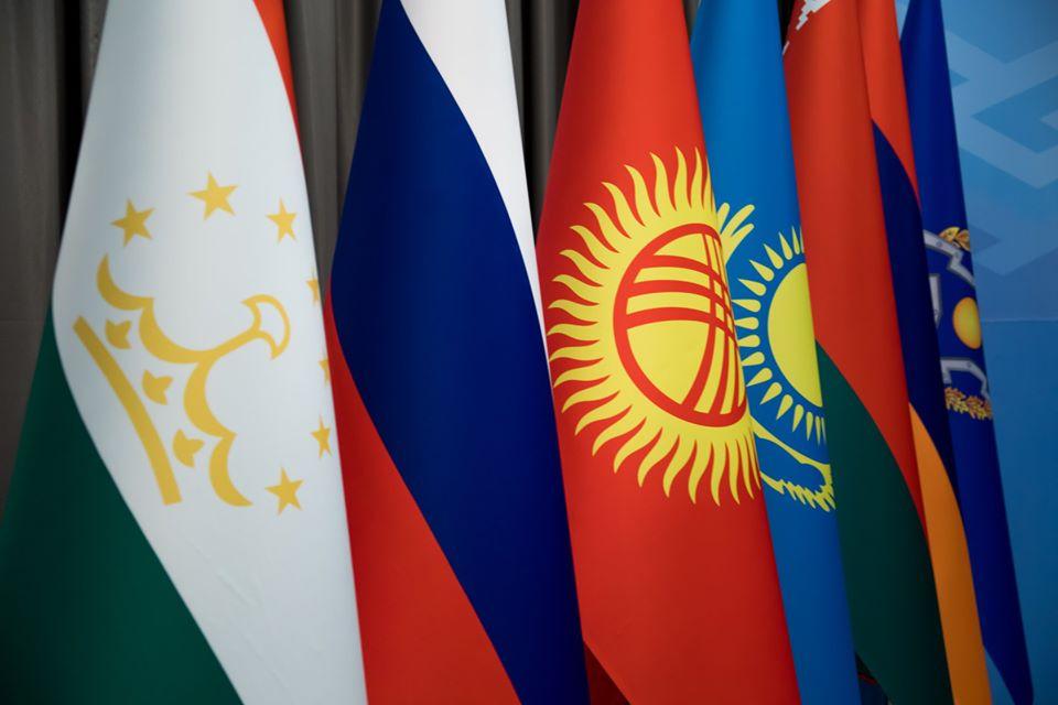ОДКБ в его нынешнем виде существует с 2002 года. В него сейчас входит 6 государств: КР, РФ, РК, РТ, Беларусь и Армения. Узбекистан, прежде участвовавший в организации, предпочел в 2012 году приостановить свое членство…