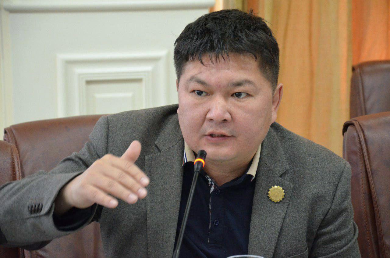 Кайрат Осмоналиев: «В МИДе пора избавиться от кадрового «наследия» Эрлана Абдылдаева!»