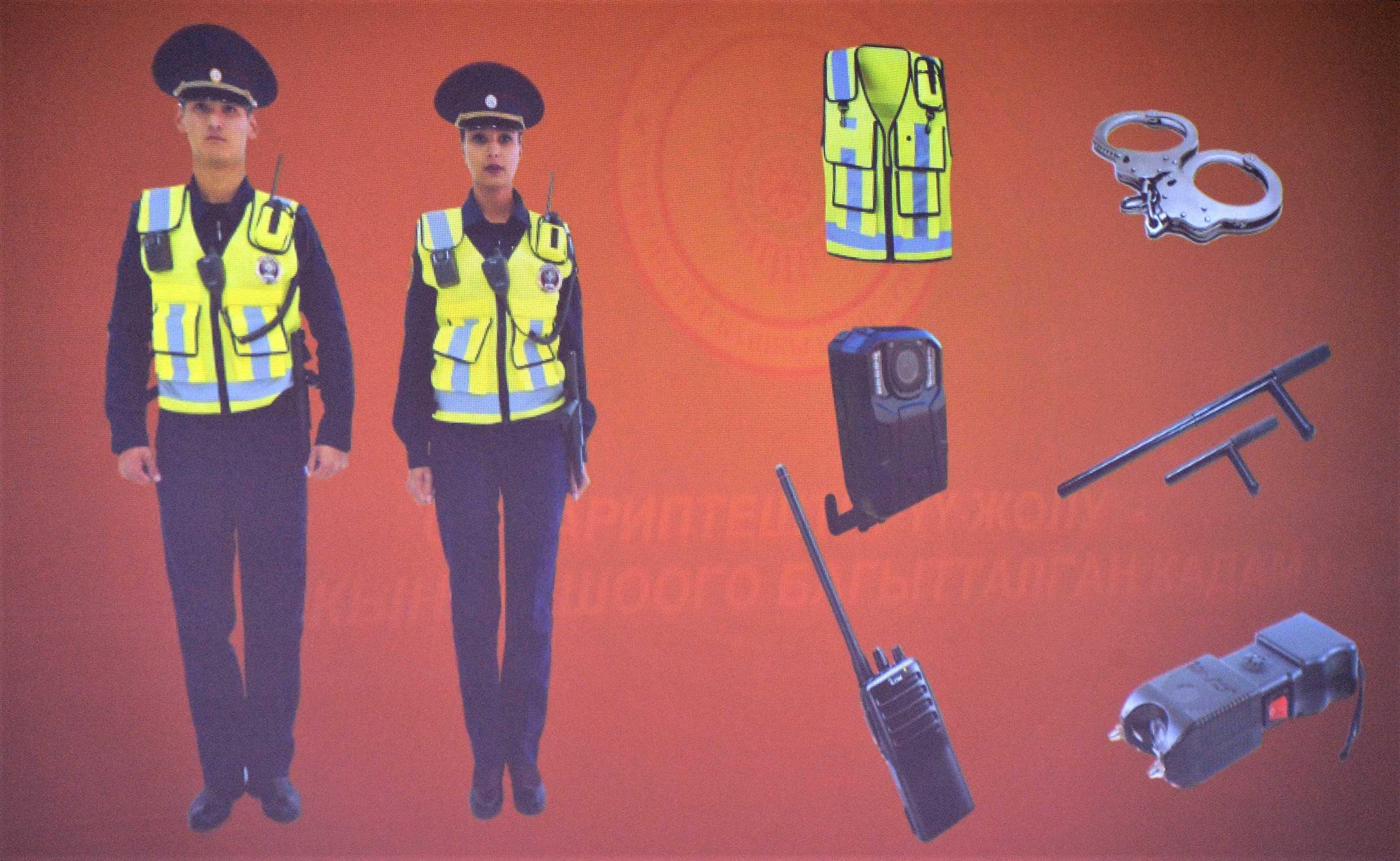 Банзай! Патрульных милиционеров в Бишкеке оснастили легендарным оружием самураев