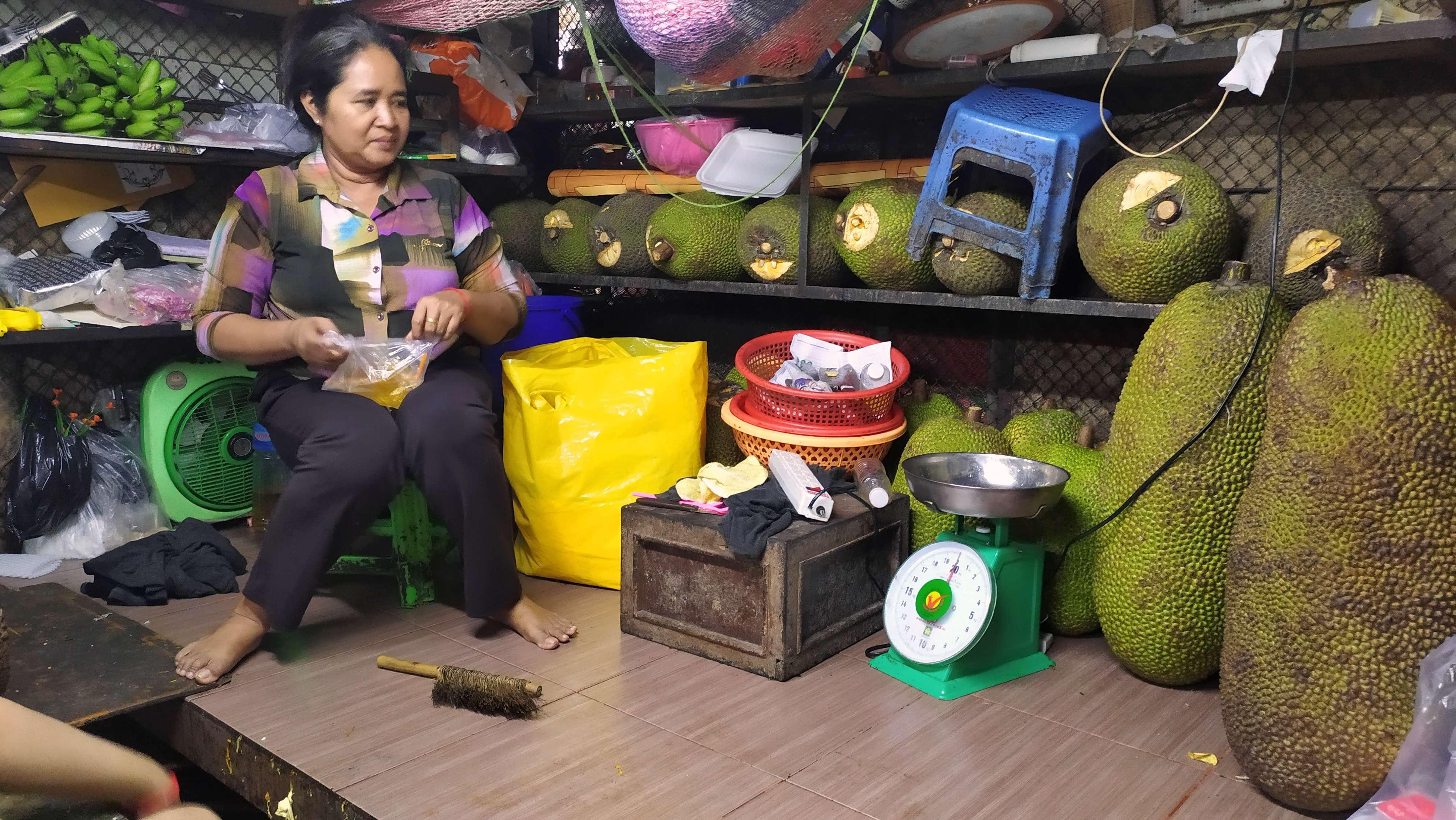 Плоды джекфрута считаются самыми большими в мире - могут весить до 35 кг штука!