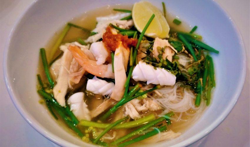 Большинство жителей Камбоджи начинают утро с… миски густого супа. Да, такие вот у них гастрономические традиции!