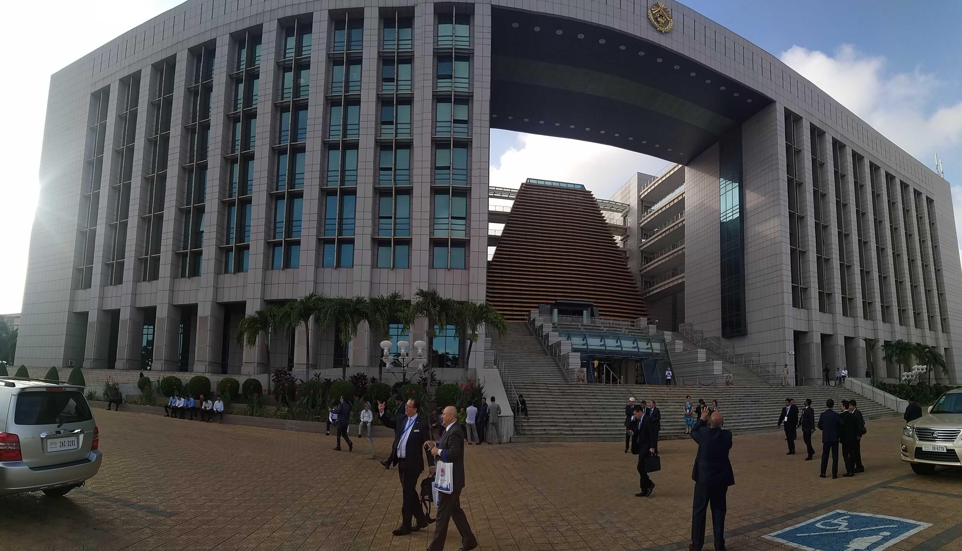 Здание правительства Камбоджи, страны, проведшей у себя саммит стран АТР-2019.