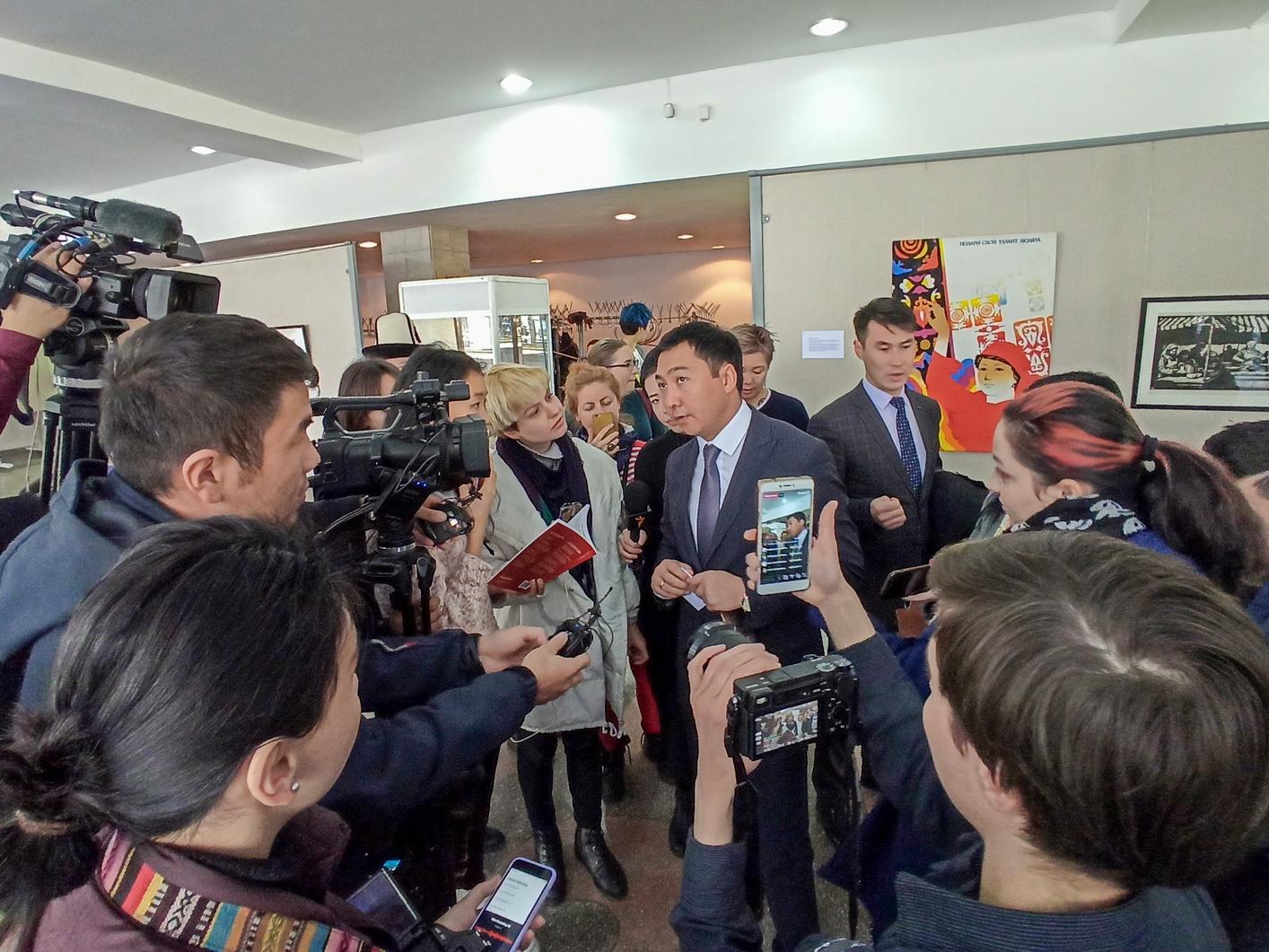 Министр культуры Азамат Жаманкулов: «Само наше общество против этой выставки!»