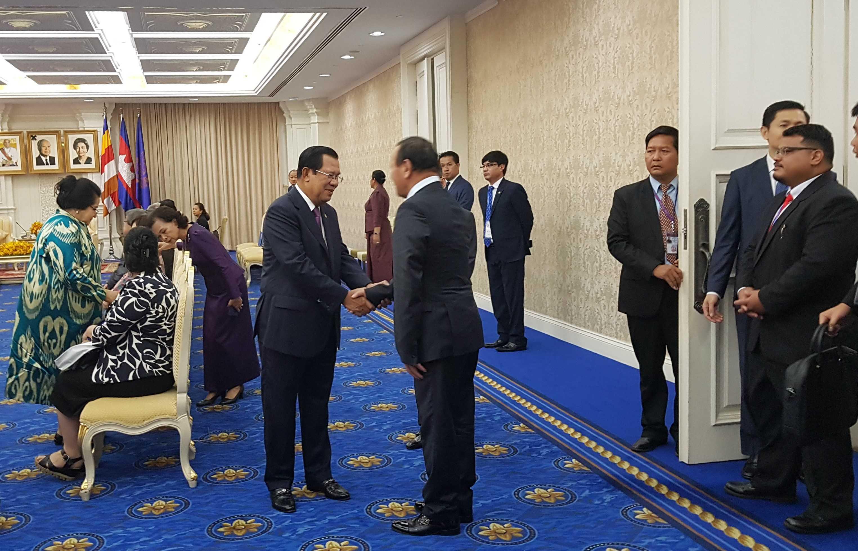 Перед самым началом саммита премьер-министр Камбоджи Хун Сен принял у себя ряд высокопоставленных гостей, включая делегатов из Центральной Азии…