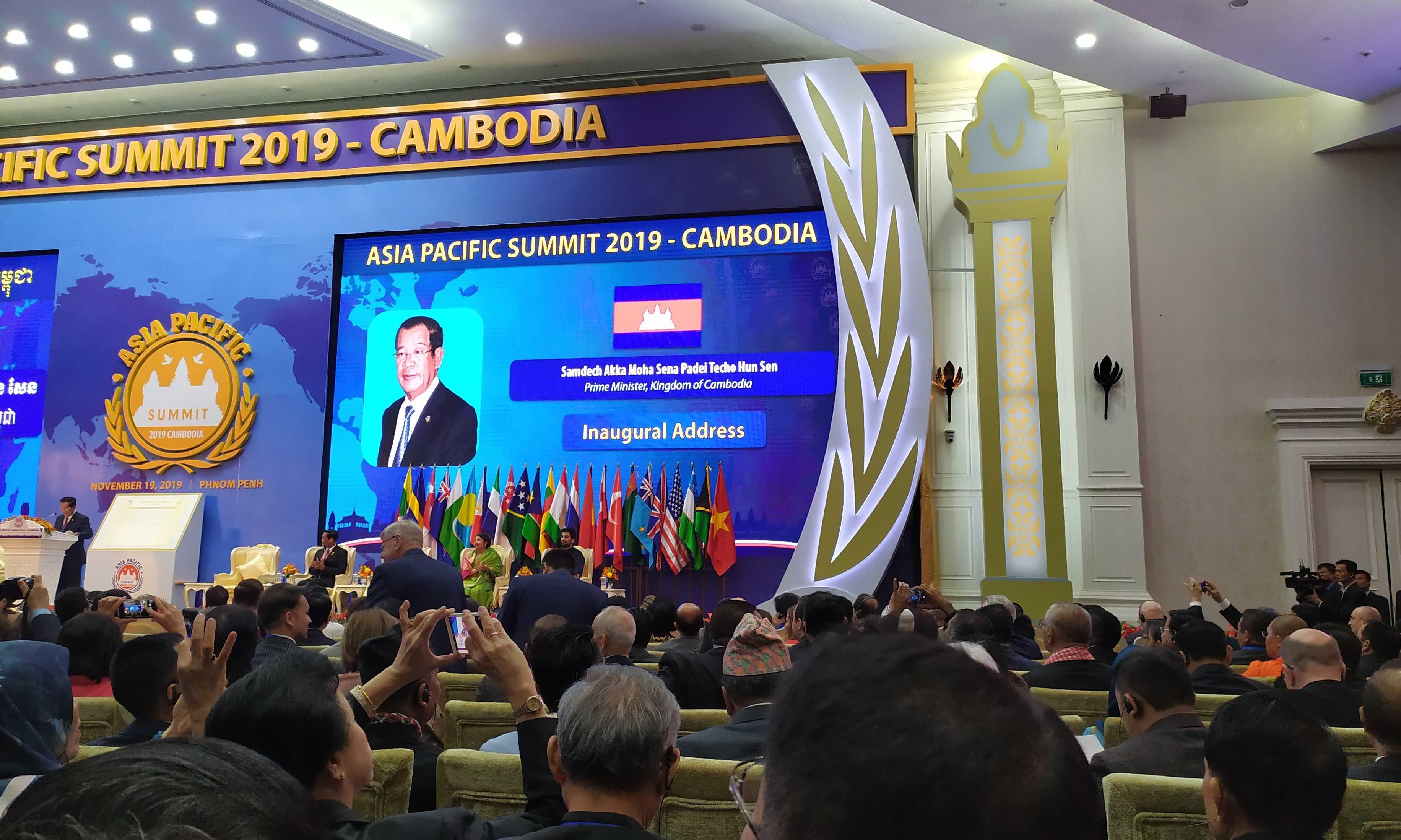 Приветственный спич главы Совета министров Хун Сена.
