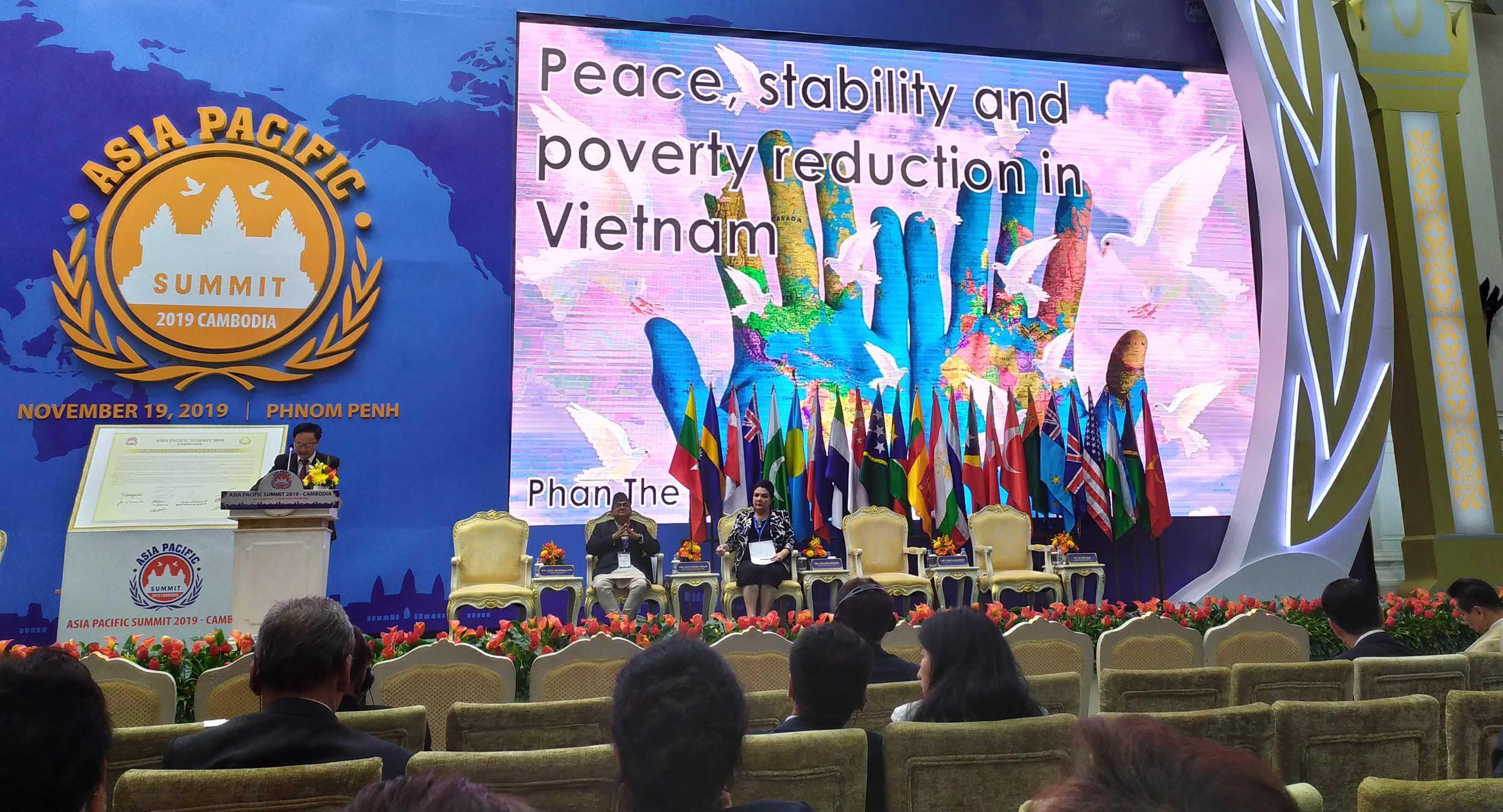Кроме прочего, пристальное внимание в ходе саммита было уделено Вьетнаму, соседу Камбоджи, тоже пережившему многолетний период войн…
