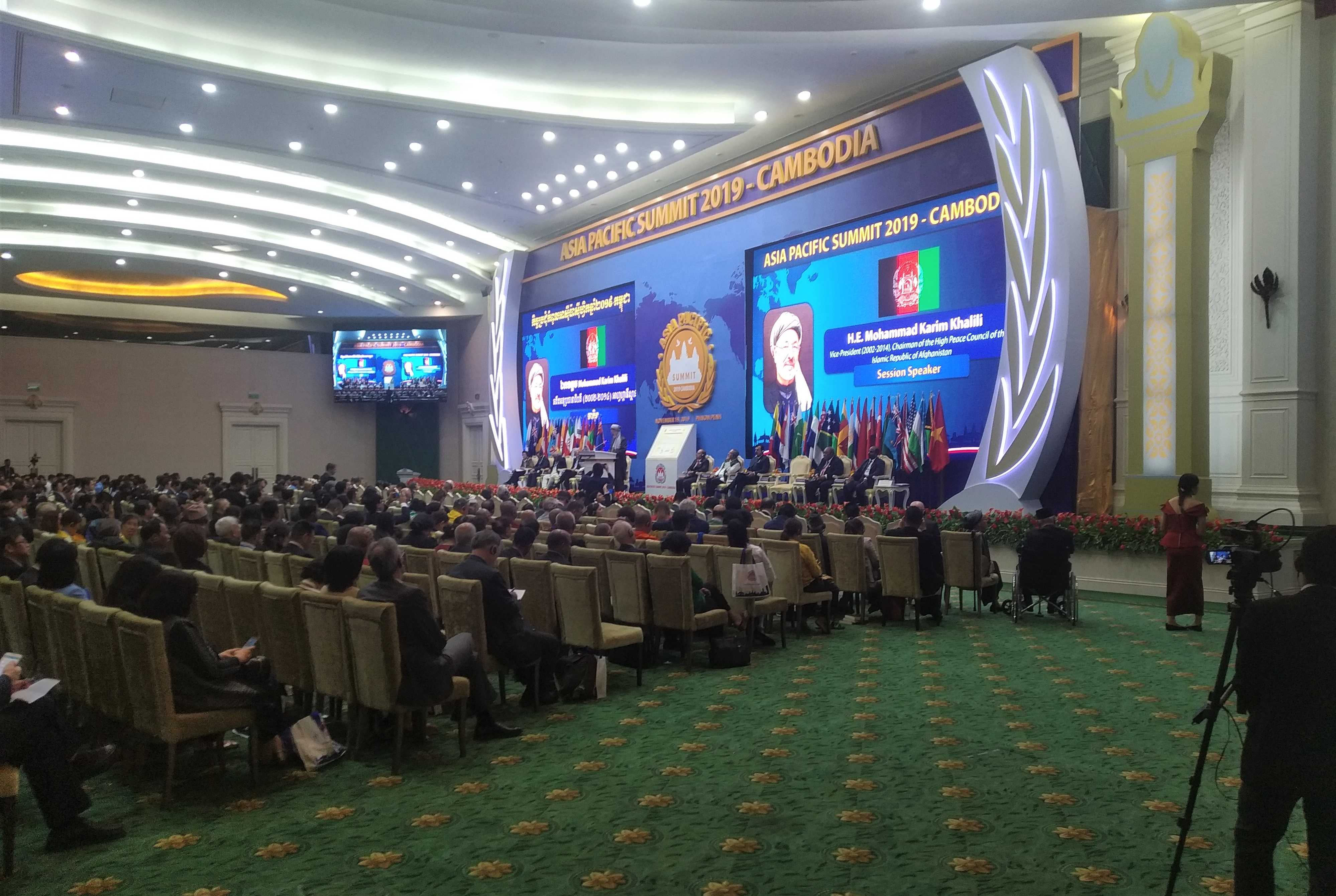 «Афганистан та страна, которая реально знает цену настоящему миру. И мы стремимся к нему!», - подчеркнул М.К. Халили, бывший вице-президент ИРА.