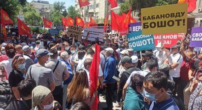 Сторонники Бабанова вышли на митинг к зданию правительства