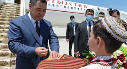 Садыр Жапаров официальным визитом прибыл в Туркменистан