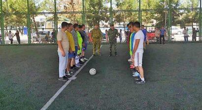 Встреча пограничников Кыргызстана и Таджикистана завершилось игрой в футбол
