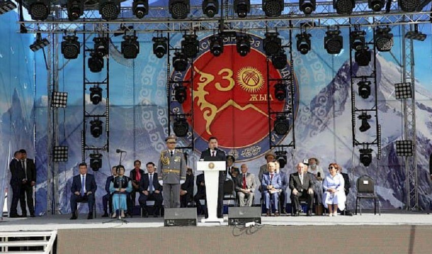 Парад в честь 30-летия дня независимости Кыргызстана