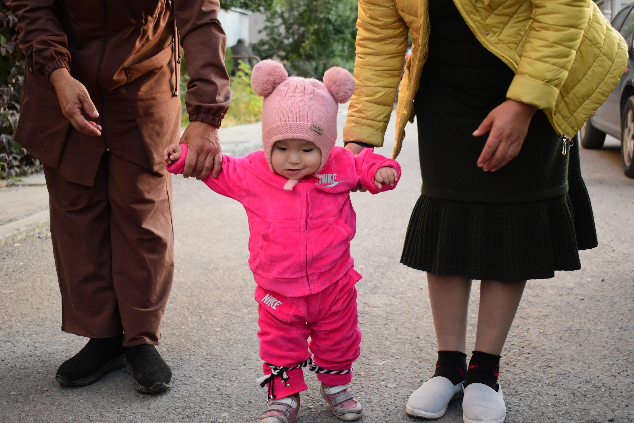 Тушоо кесуу: обряд, помогающий ребенку идти по жизни смело