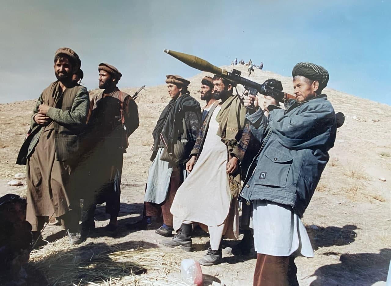 Политобозреватель Эрлан Сатыбеков: «Кыргызстану не стоит доверять фанатикам из «Талибана» и заигрывать с коварными головорезами!»